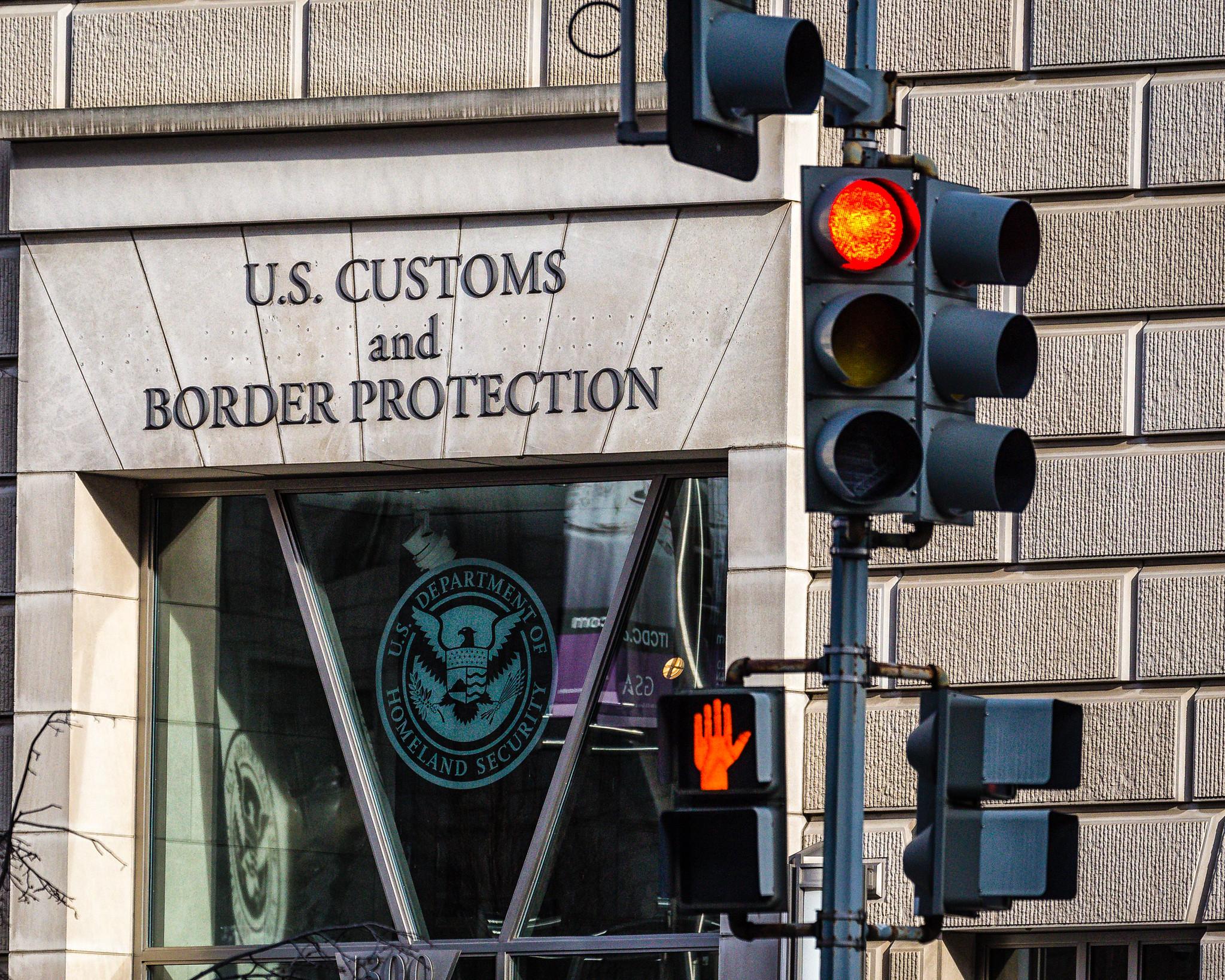 CBP现在有一个大规模可搜索数据库,保存在边境扣押设备数据