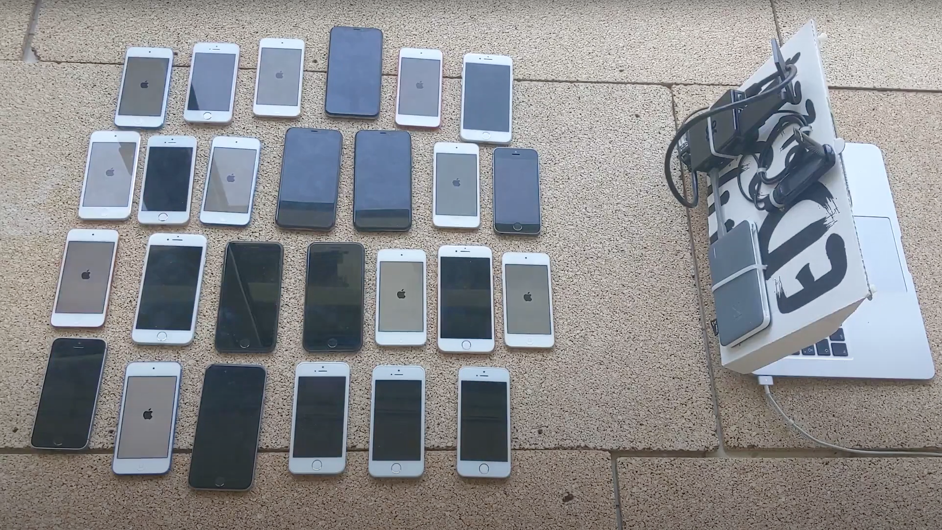 vice.com - Watch This Google Hacker Pwn 26 iPhones With a 'WiFi Broadcast Packet of Death' - VICE