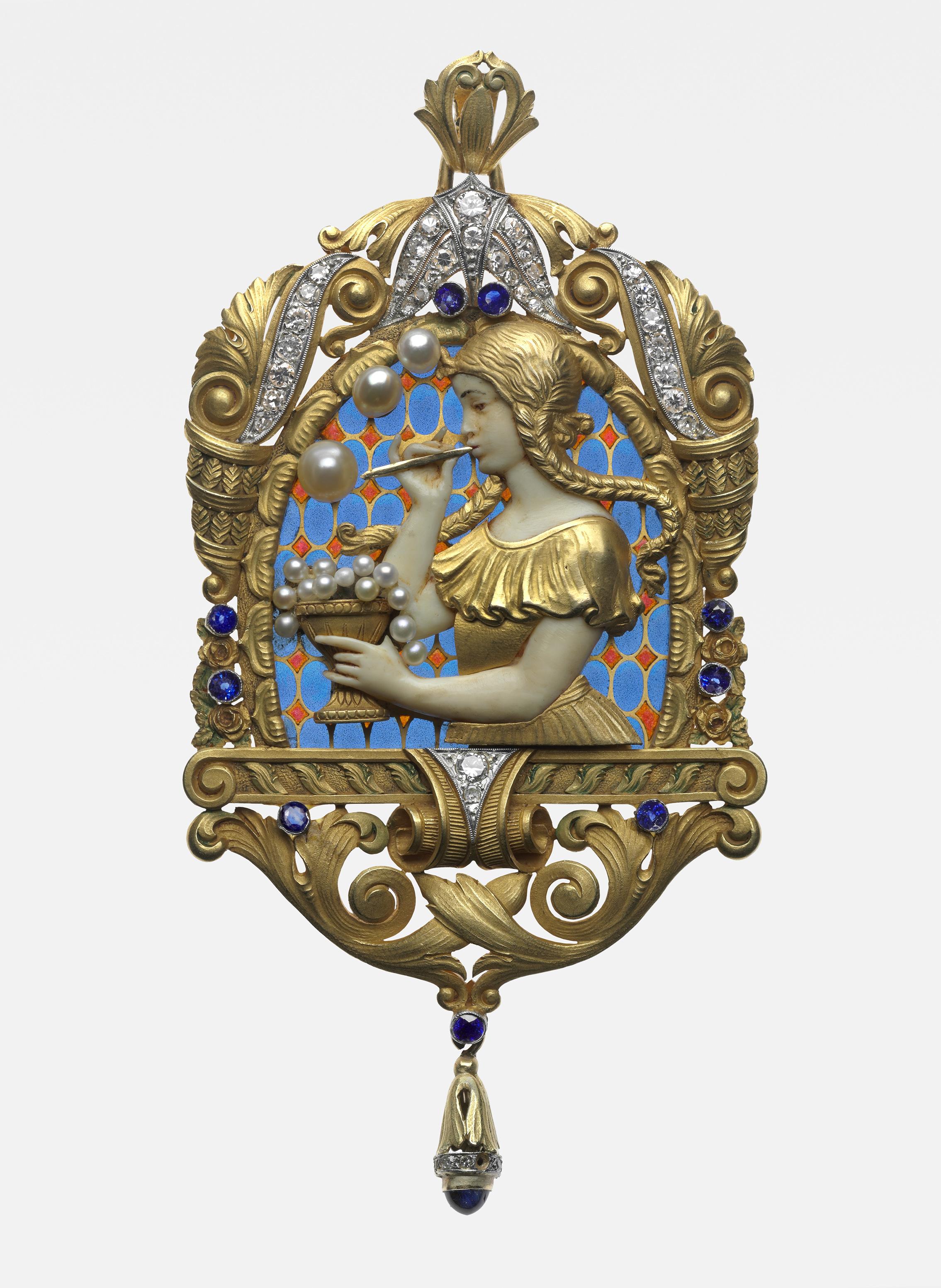 10d571d4d3b This Antique Jewelry Retrospective Proves Fashion Always Makes a ...