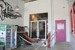 A patio outside the Lab Miami co-working space. Image: Meredith Rutland Bauer/Motherboard