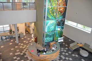 Inside the lobby of the Florida Innovation Hub. Image: Meredith Rutland Bauer/Motherboard