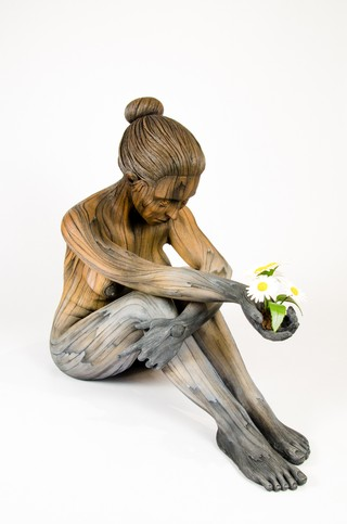 Hyperrealistic Sculptures Make Clay Look Like Wooden Humans