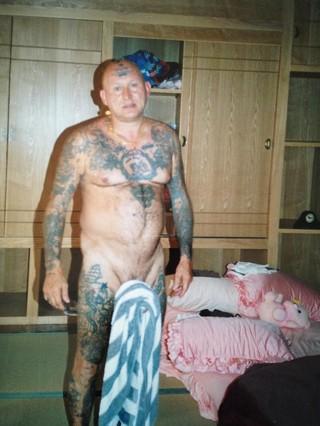Lonne en train d'éxecuter le « tour de la serviette ». Toutes les photos sont privées et ont été aimablement fournies par Peter Grønlund.