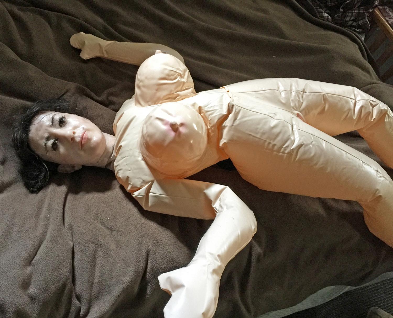 [NSFW] Eerily Lifelike Sculptures Cast Sex and Death Anxieties in Wax