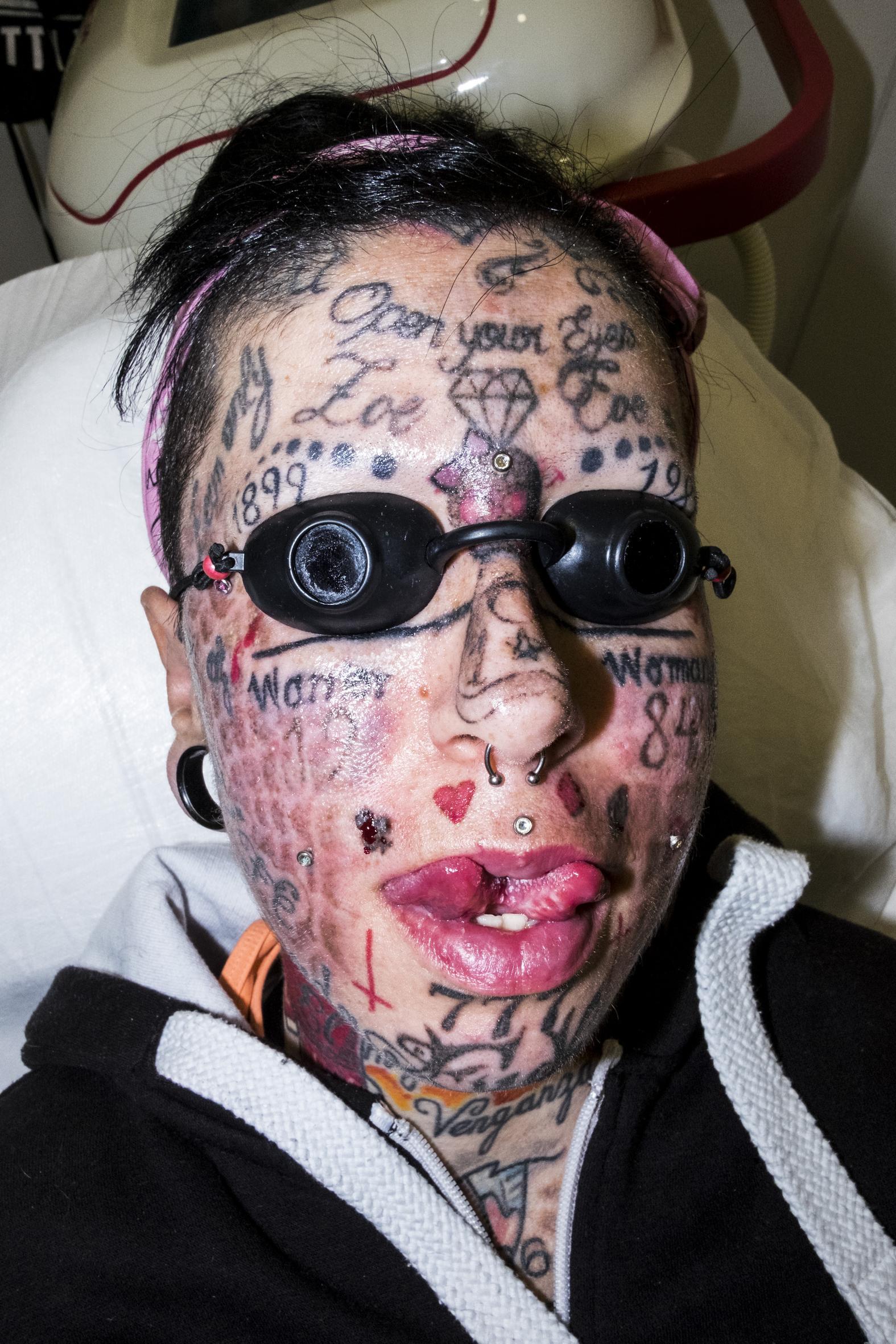 Lars krutak tatu lu tattoos from the dreamtime lars krutak - I Want To Become The Most Tattooed Woman In World Vice