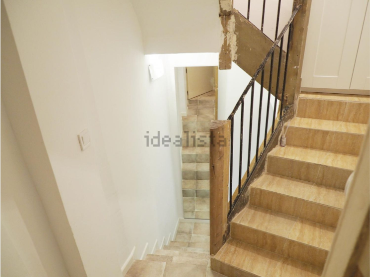 La pesadilla inmobiliaria del mes 670 euros por vivir en unas escaleras vice - Alquiler de pisos baratos en madrid por particulares ...