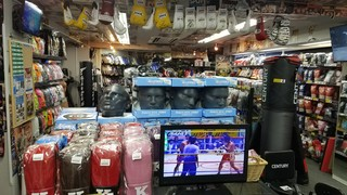 Boxing store