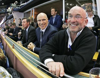 Ken Linesman, Mark Messier and Wayne Gretzky watch a game