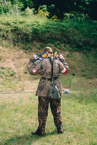 niños con rifles de asalto polonia armas ejército