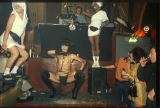 Een show van Ineke Dildo in de RoXY, 1991 (foto door Cleo Campert)