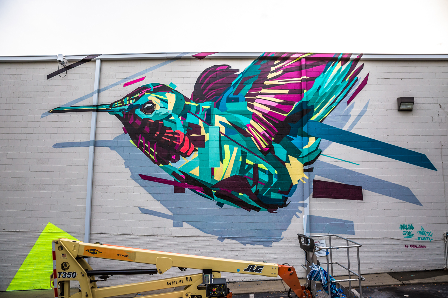 Graffiti art animals - These Days Graff Travels The World Decorating Outdoor Spaces With His Unique Visions Seemingly Ripped From A Mystical Jungle Filled With Animals
