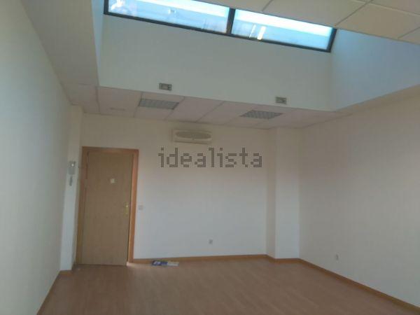 La pesadilla inmobiliaria del mes vive en una oficina en - Tapicero alcobendas ...