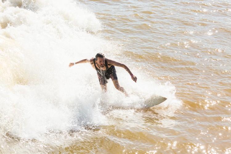 Campbell Watson surfing at NLand Surf Park in Austin, TX (Image: Katharina Poblotzki)