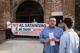 christus rex satanismo protesta marilyn manson villafranca verona