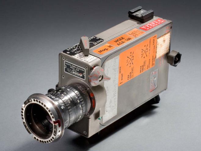 """""""Лунная"""" кинокамера: переключатель скорости съёмки установлен на 12 к/сек."""