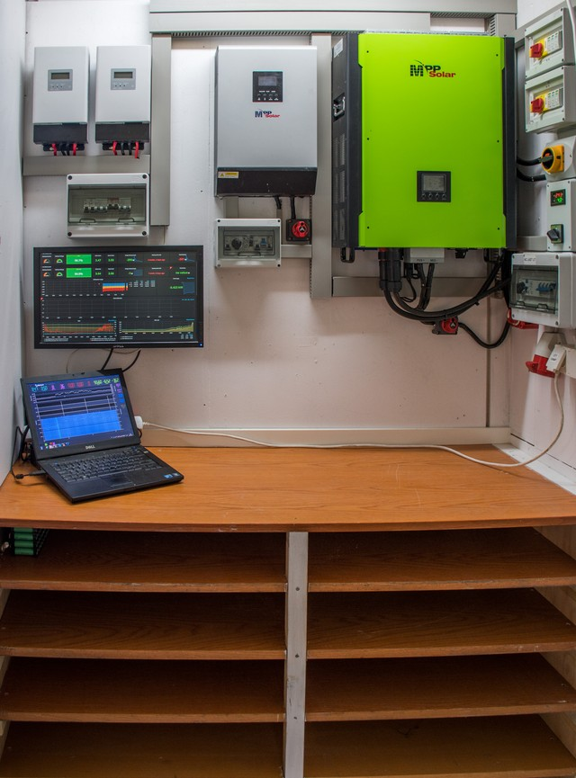 DIY Powerwall Builders Are Using Recycled Laptop Batteries