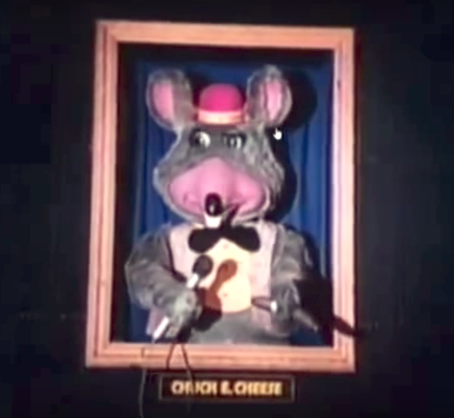 0631c5452 A framed original Chuck E. Cheese animatronic from 1977. Image: The  Rock-afire Explosion/Ryan Woirol/YouTube.