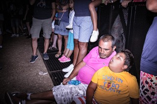 bambino papà transenna viva festival ghali