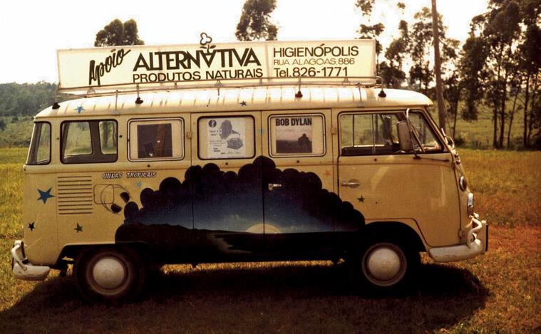 """O projeto """"Ondas Tropicais"""" na Kombi itinerante de Sonia. Foto: Arquivo Pessoa."""