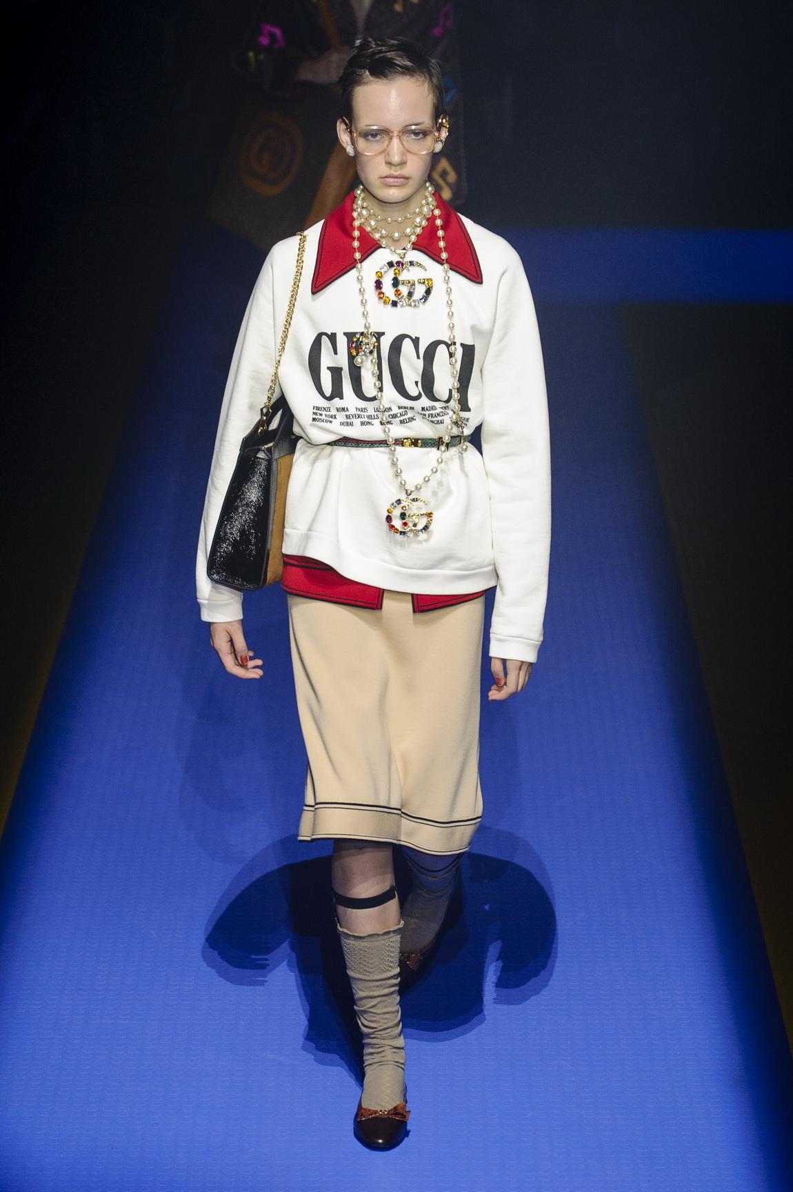 21.、アルベルタ・フェレッティのAlberta Ferretti。ミラノのデザイナーたちは、創造的な一貫性とファッション界の変革を訴えるコレクションを発表した。  Gucci