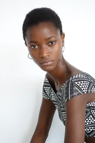 Oumie Jammeh modelo