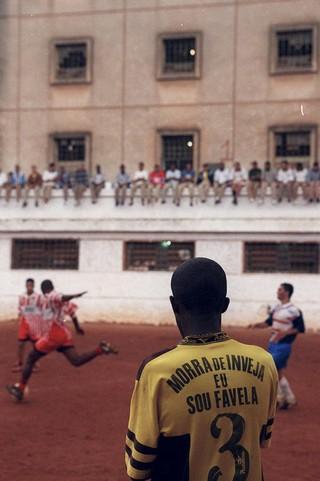voetbalwedstrijd--gevangenis-brazilie-Carandiru-João-Wainer