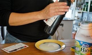 Etichettatura bottiglie vino latte