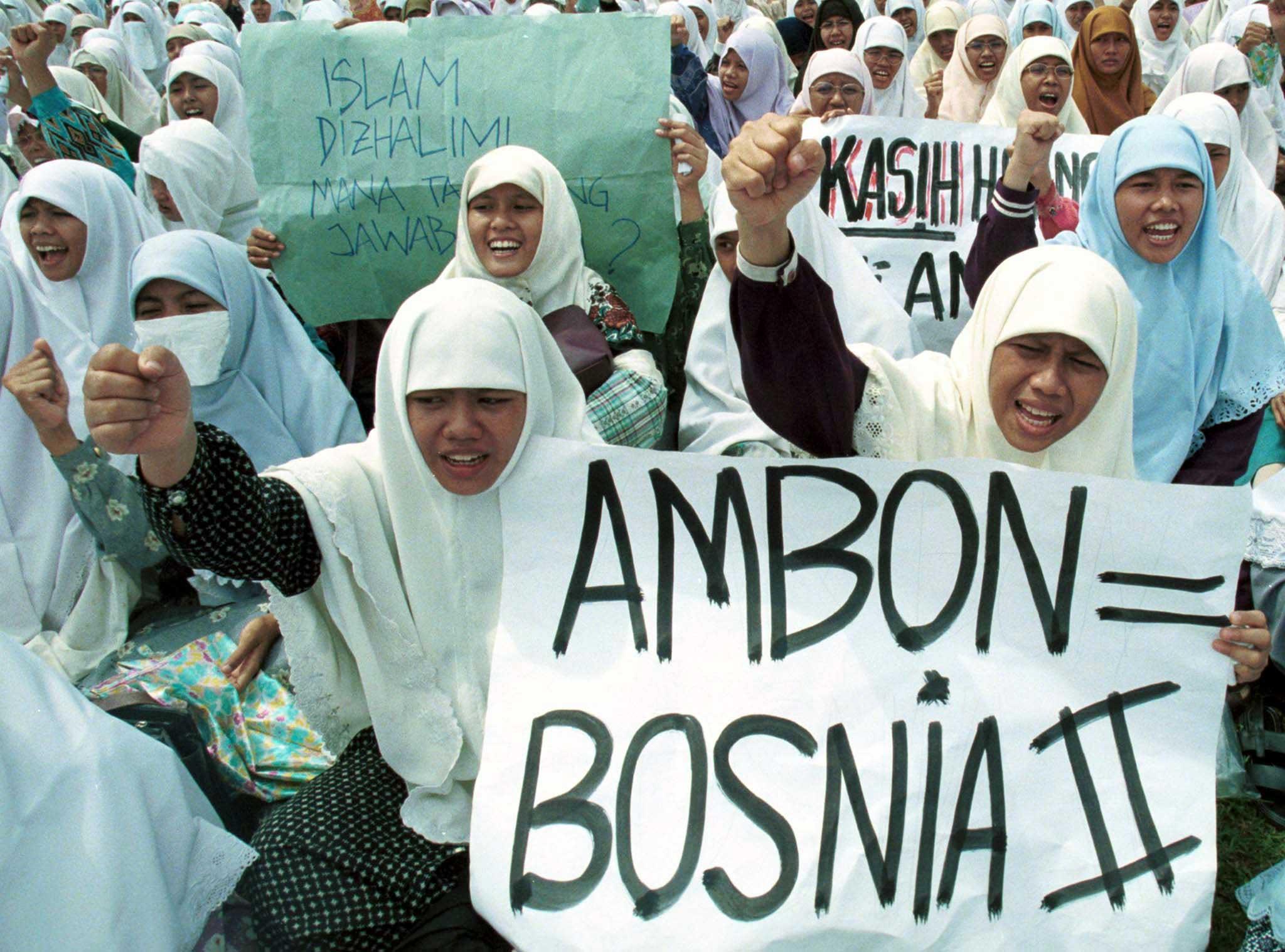 1511351032403-1999-03-05T120000Z_1654541076_RP1DRIMDFZAB_RTRMADP_3_INDONESIA-PROTEST