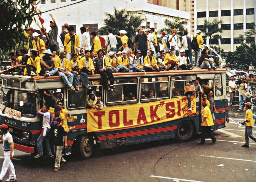 1511351627947-November_1998_Semanggi_demonstrations