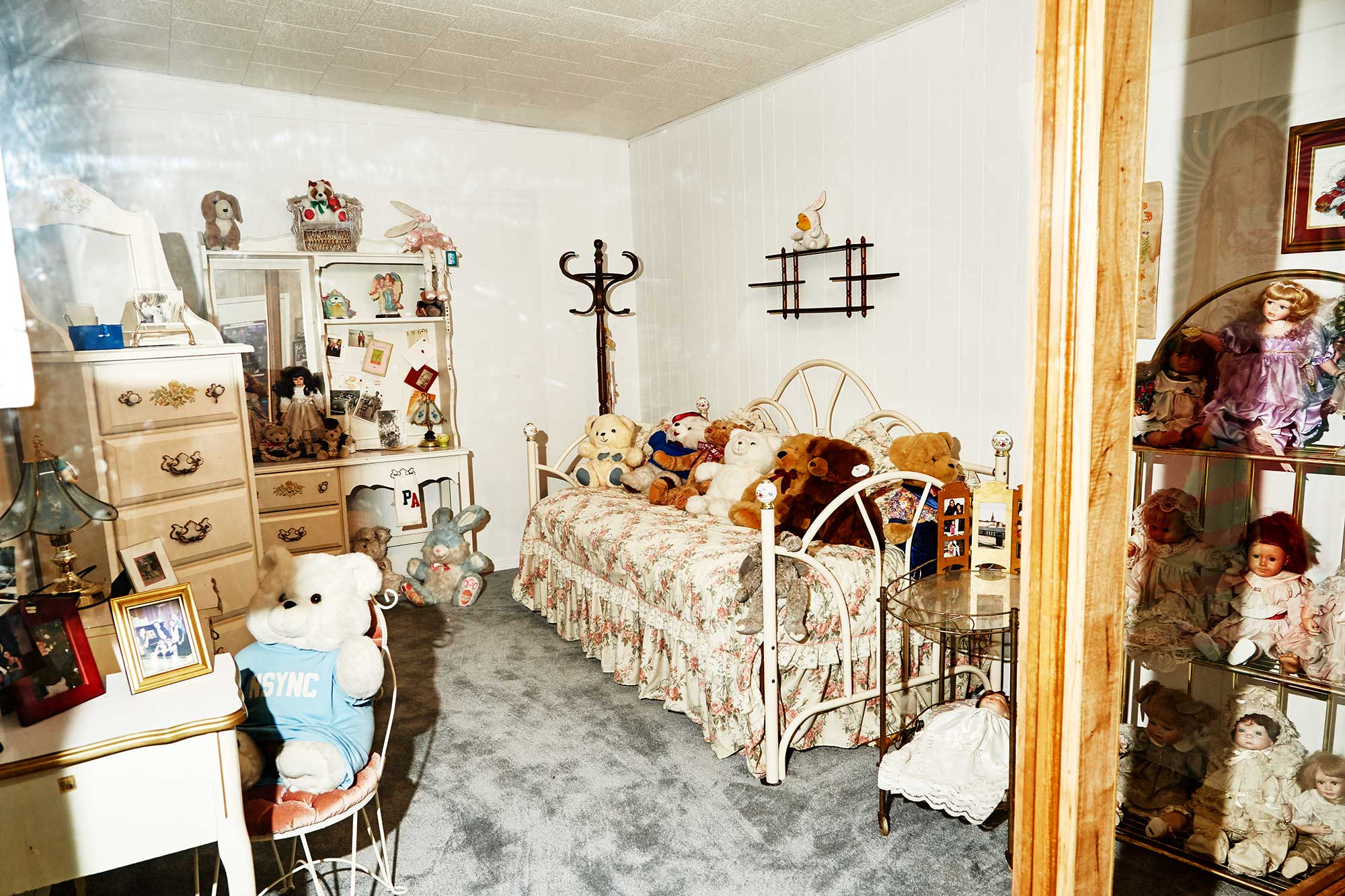 Replica Of Britney Spears Bedroom With Original Furniture