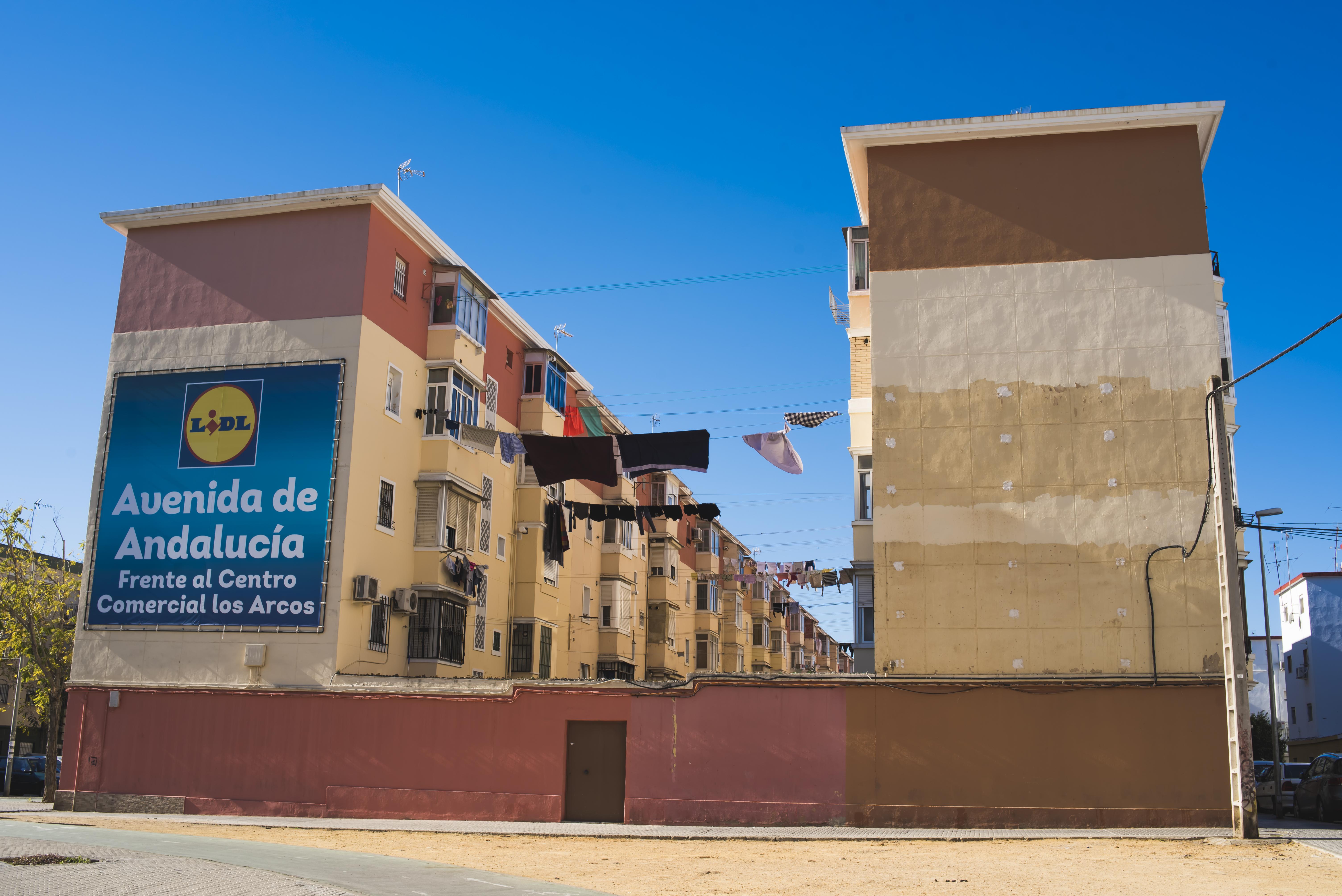 3225f93af Ser joven en Los Pajaritos, el barrio más pobre de España - VICE
