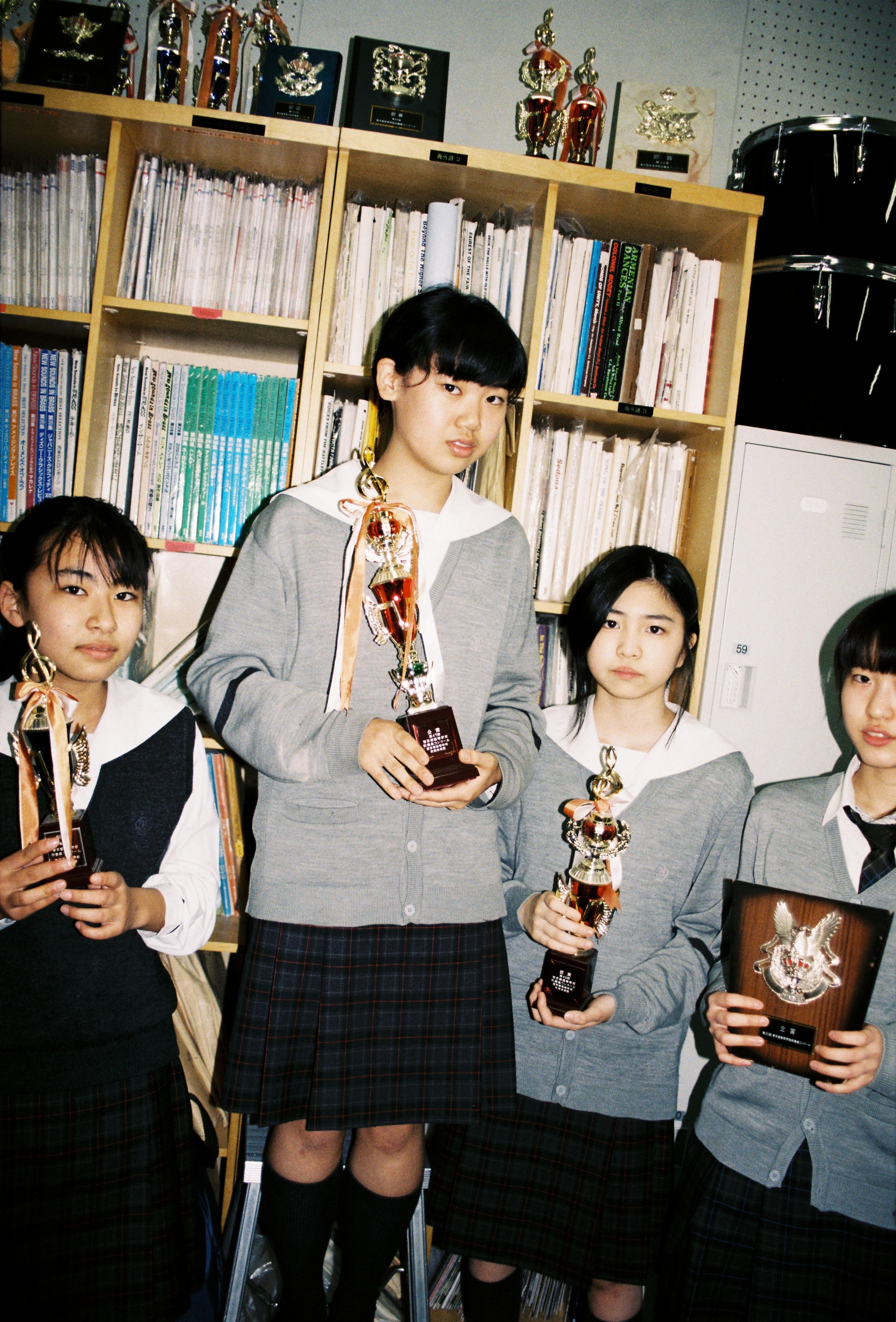 Bộ ảnh độc đáo lột tả cuộc sống nữ sinh trung học Nhật Bản những giờ phút bên ngoài giảng đường - Ảnh 5.