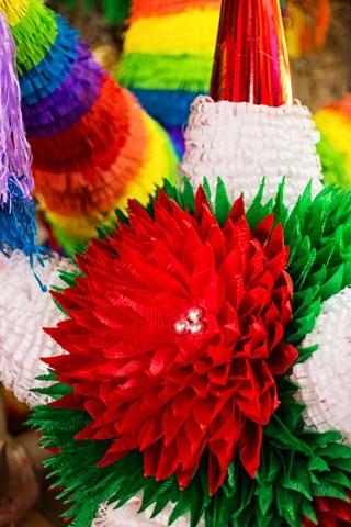 How Mexican Piñatas Get Made - VICE