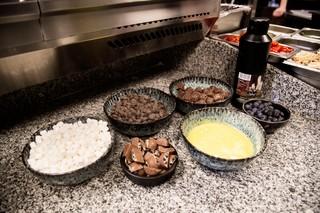 Ingredienser på bord klar til brug.