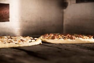 Pizzaerne inde i ovnen.