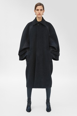 Phoebe Philo's final Céline collection: oversized black coat