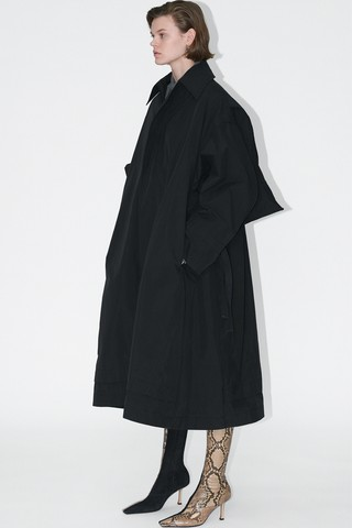 Phoebe Philo's final Céline collection: black oversized coat and snakeskin boots