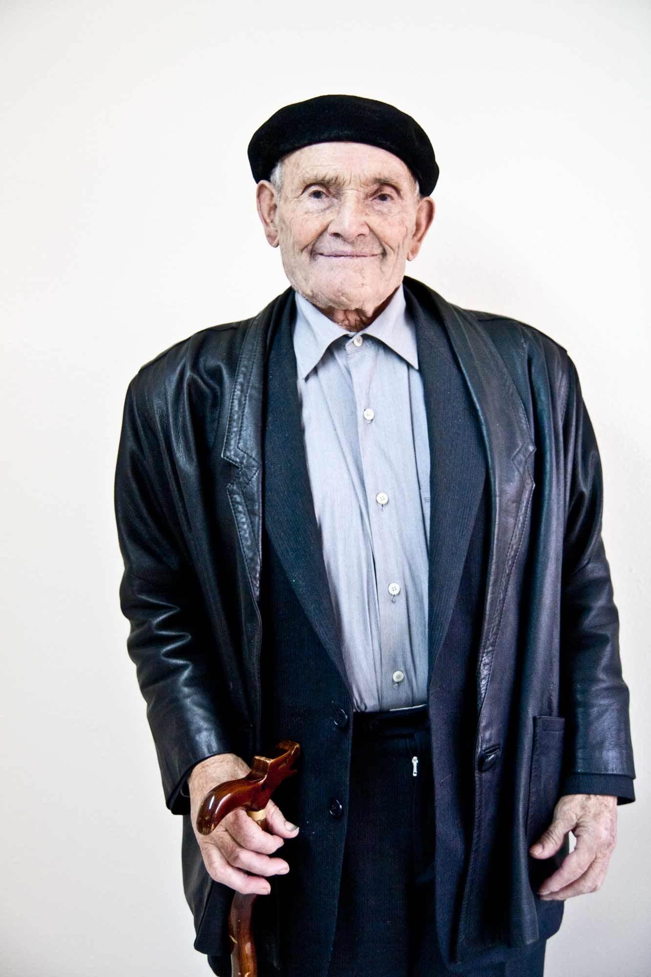 A sus 97 años de edad, Román Mourín nunca antes había explicado su historia a un medio de comunicación. (Imagen por Aitor Fernández)