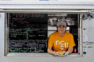 7a6200957fc21 This Pupusa Truck Funds Scholarships For Undocumented Students - VICE