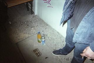 Fanta und Wodka stehen auf einer Straße in Berlin