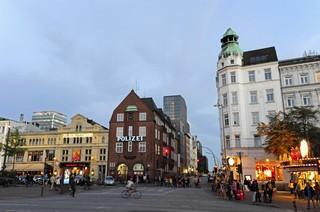 Die Davidwache steht in einem Backsteinhaus an der Reeperbahn mitten auf St. Pauli