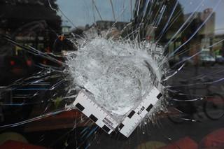 Eingeworfenes Fenster des Orania