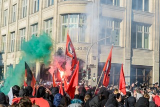Demo vor dem Oriania in Kreuzberg