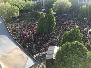 1.-Mai-Demo vor dem Orania in Kreuzberg