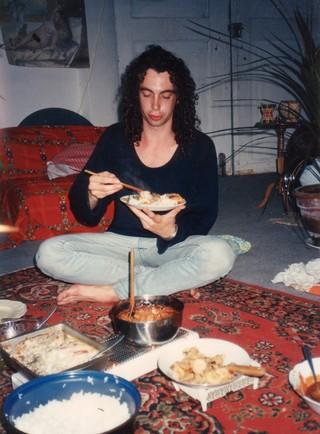 Raymond isst ein Reisgericht