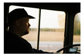 Der konzentrierte Busfahrer