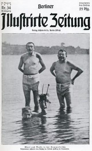 Eine Zeitung von 1919, die Reichspräsident Friedrich Ebert und den Reichswehrminister Gustav Noske am Strand zeigt.