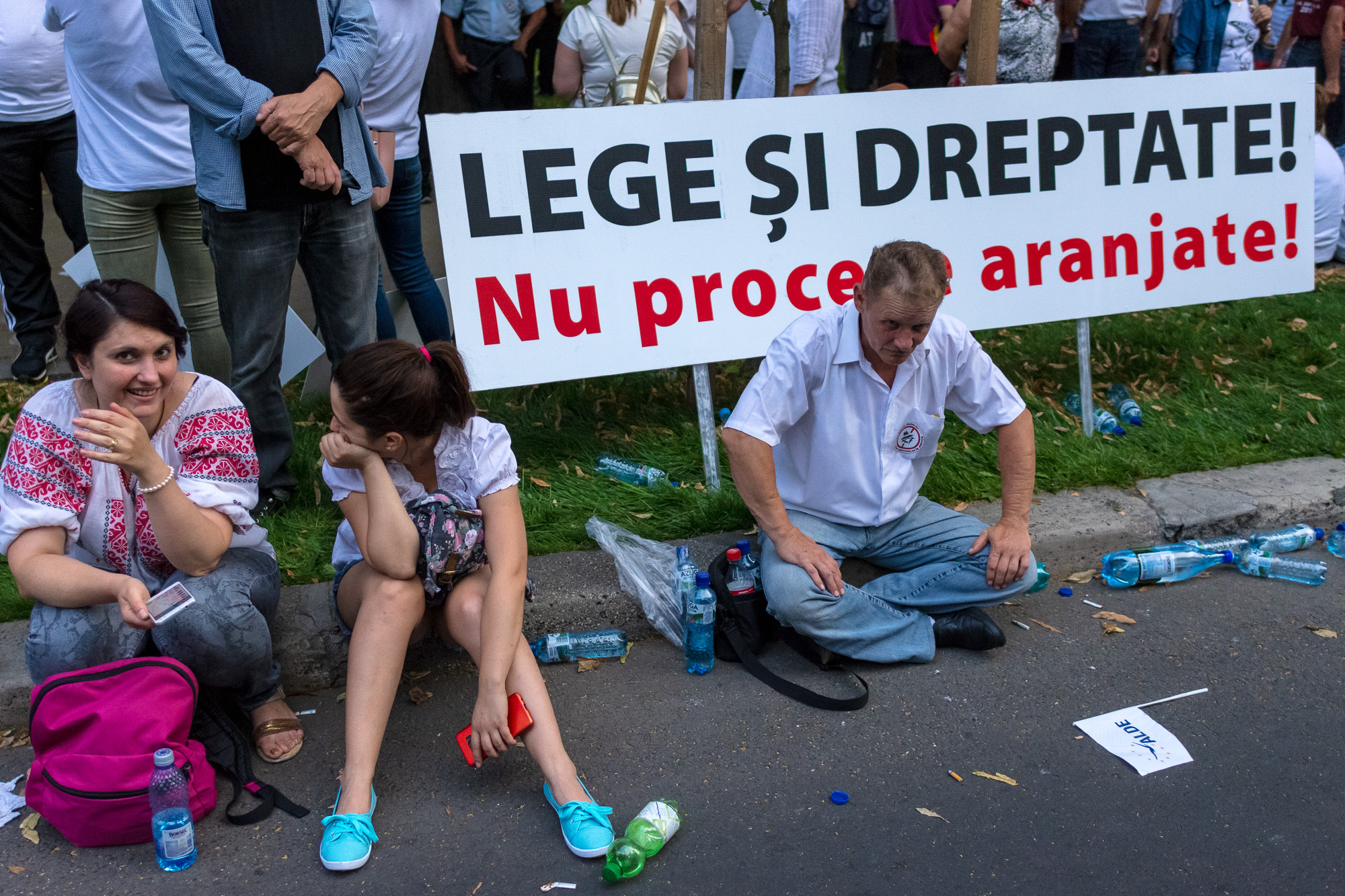Cine va pierde de pe urma mitingului PSD-ALDE - Pagina 2 1528628042653-Miting-PSD-mizeria-din-urma-1