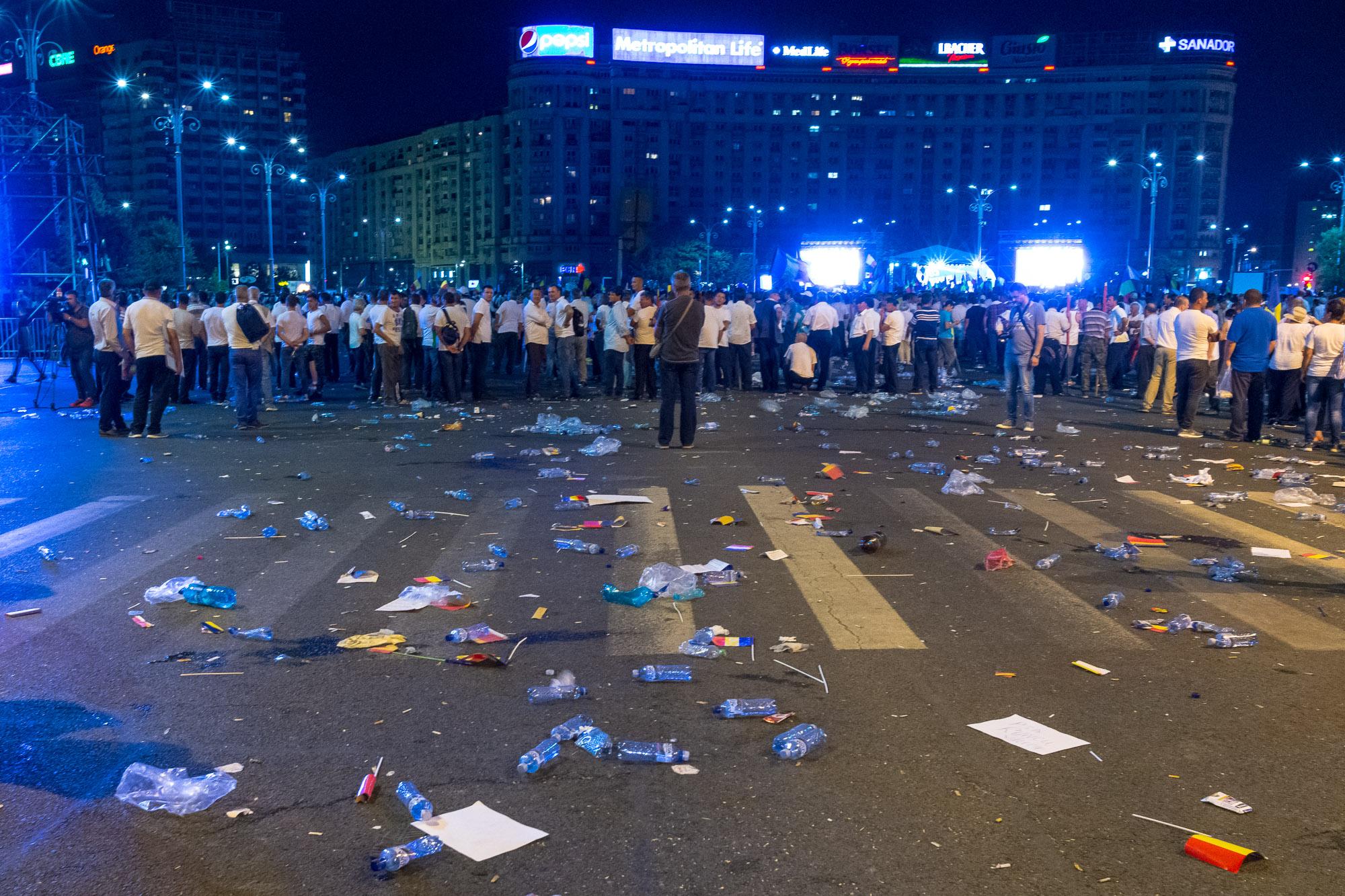 Dragnea - Cine va pierde de pe urma mitingului PSD-ALDE - Pagina 2 1528628086250-Miting-PSD-mizeria-din-urma-11