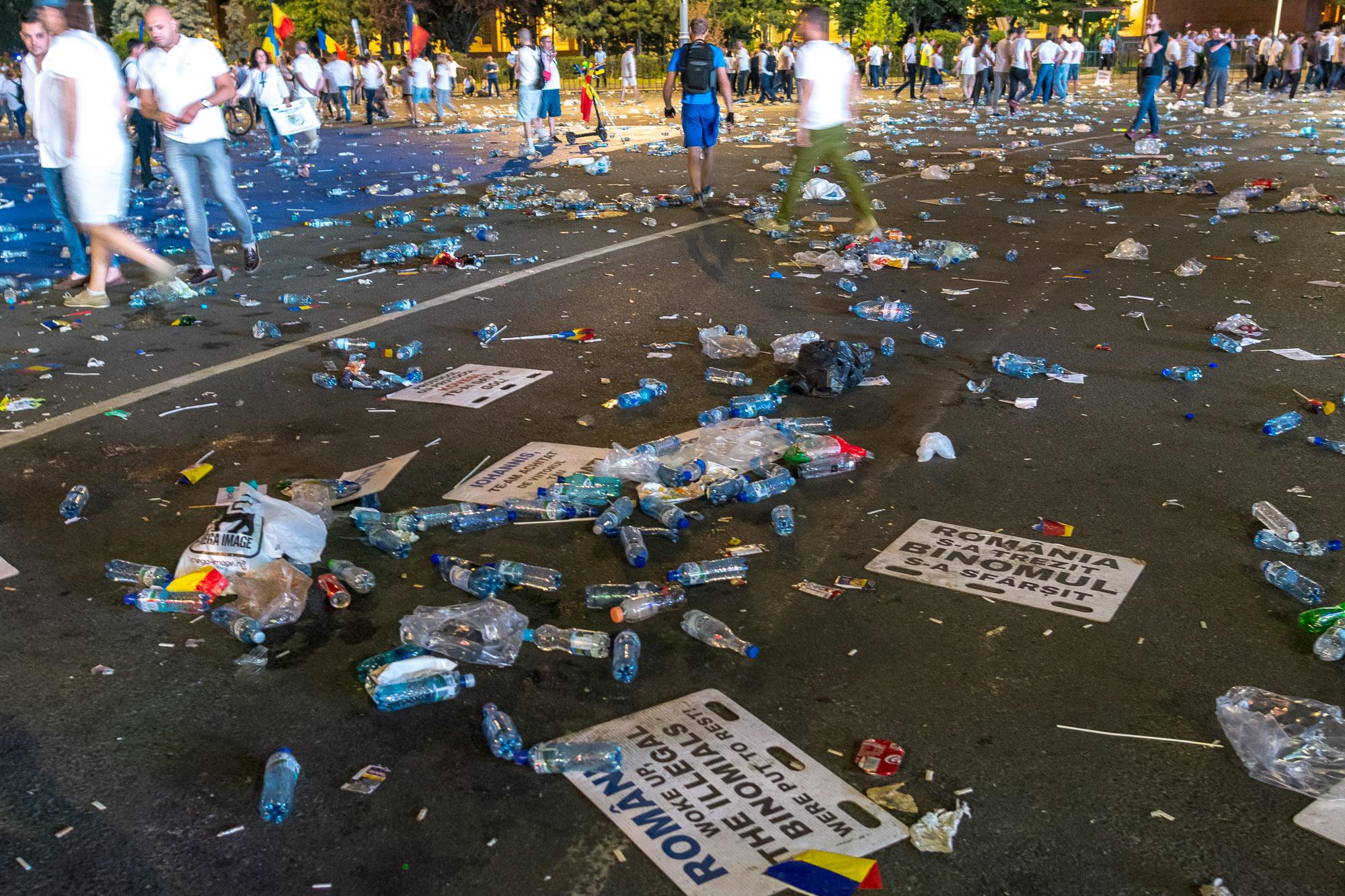 MELE - Cine va pierde de pe urma mitingului PSD-ALDE - Pagina 2 1528628168921-Miting-PSD-mizeria-din-urma-15